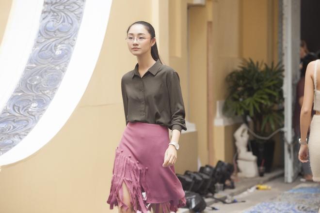Phi Phuong Anh mac sanh dieu o buoi tap catwalk hinh anh 4