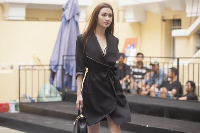 Phi Phuong Anh mac sanh dieu o buoi tap catwalk hinh anh 5