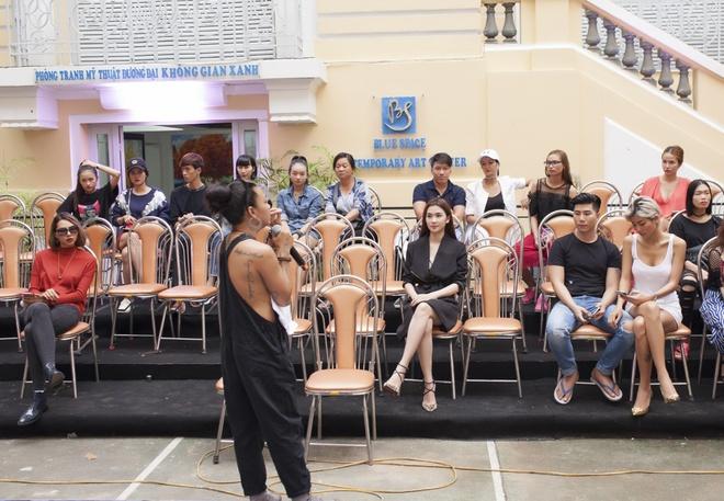 Phi Phuong Anh mac sanh dieu o buoi tap catwalk hinh anh 9