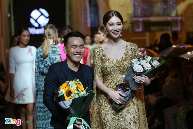 Dang Thu Thao lam nang tho catwalk an tuong hinh anh 3