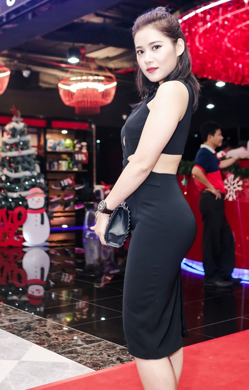 Phuong Thanh dien vay xuyen thau vao nhom sao xau tuan qua hinh anh 2