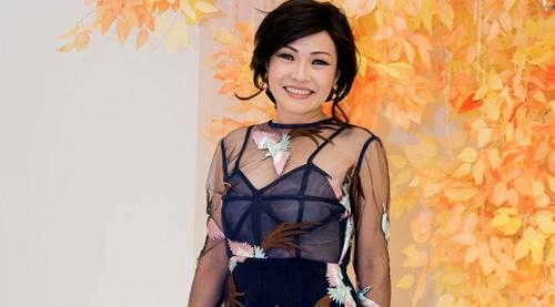 Phuong Thanh dien vay xuyen thau vao nhom sao xau tuan qua hinh anh