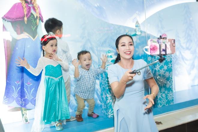 Oc Thanh Van sam qua Giang sinh cho ba con nho hinh anh 7
