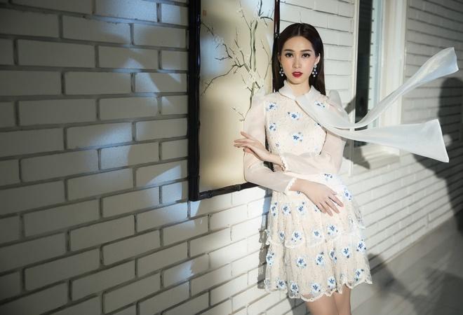 Dang Thu Thao duyen dang trong nhung thiet ke xuan he hinh anh 5