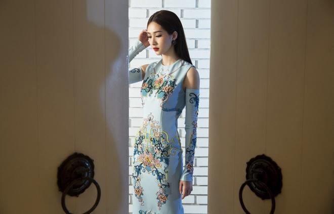Dang Thu Thao duyen dang trong nhung thiet ke xuan he hinh anh 3