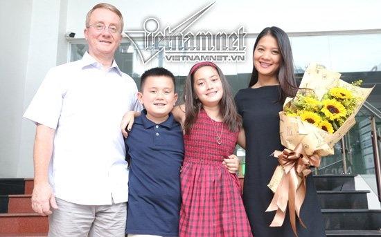 Gap Lai Kim Ngan 'Nguoi Dan Ba Yeu Duoi' Sau 17 Nam Hinh Anh