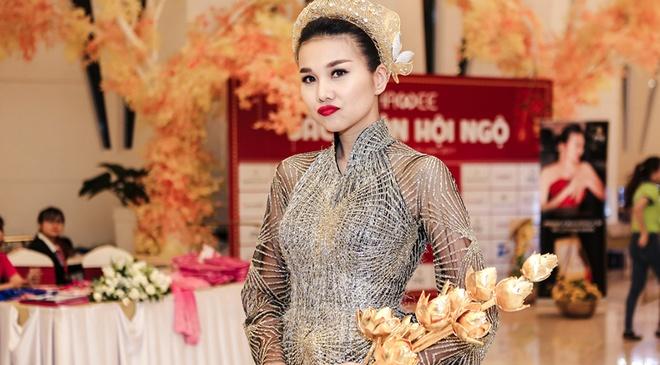 Thanh Hang gay chu y voi bo sen duoc lam tu 50 luong vang hinh anh