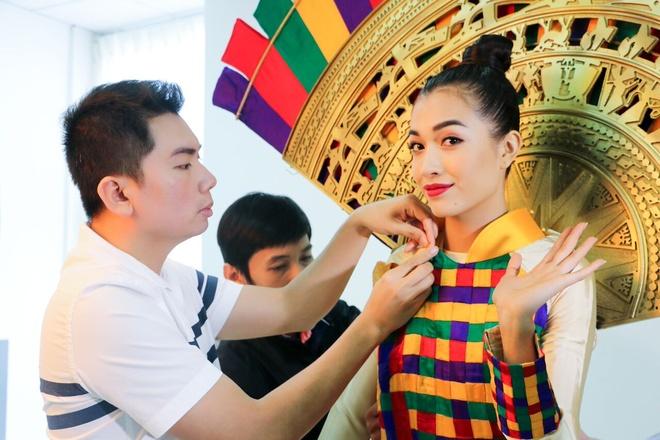 Quoc phuc cua Le Hang tai Miss Universe 2016 hinh anh 1
