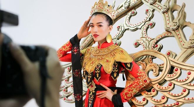 Quoc phuc cua Le Hang tai Miss Universe 2016 hinh anh