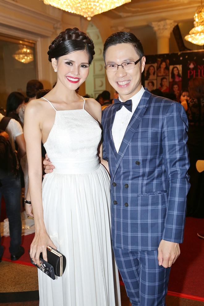 Angela Phuong Trinh khoe lung tran tren tham do hinh anh 14