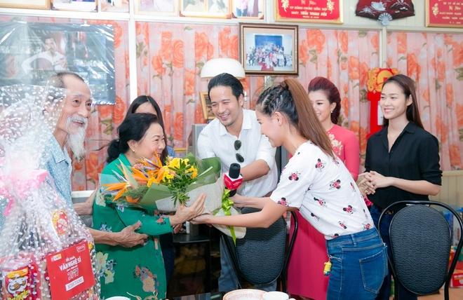 Diep Bao Ngoc, Doan Thanh Tai chuc Tet nghe si gao coi hinh anh 5