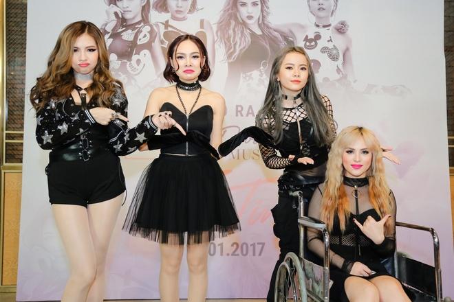 Thanh vien nhom S-Girls di xe lan den hop bao hinh anh 3