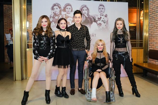 Thanh vien nhom S-Girls di xe lan den hop bao hinh anh 4