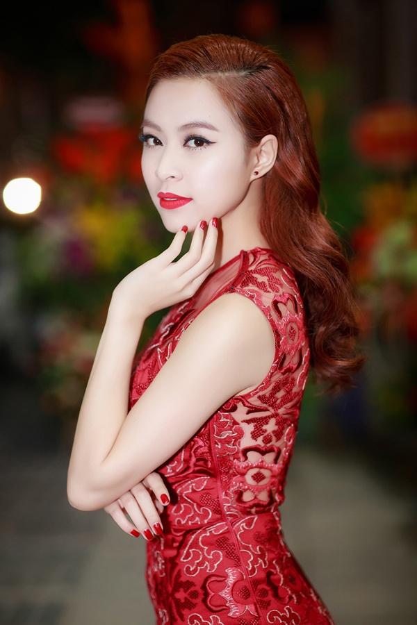 Hoang Thuy Linh nhin lai 1 nam anh 1