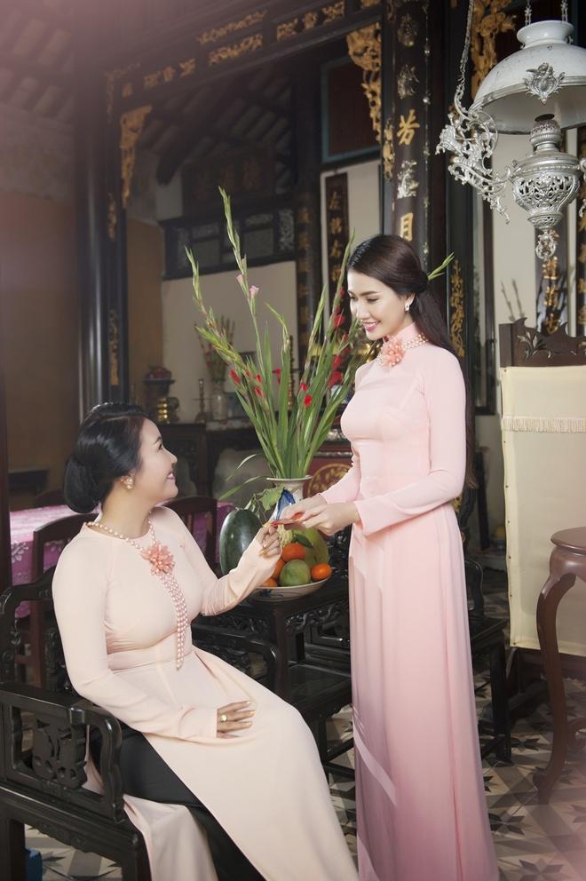 Phan Thi Mo va Ngan Quynh dien ao dai nen na don xuan hinh anh 2
