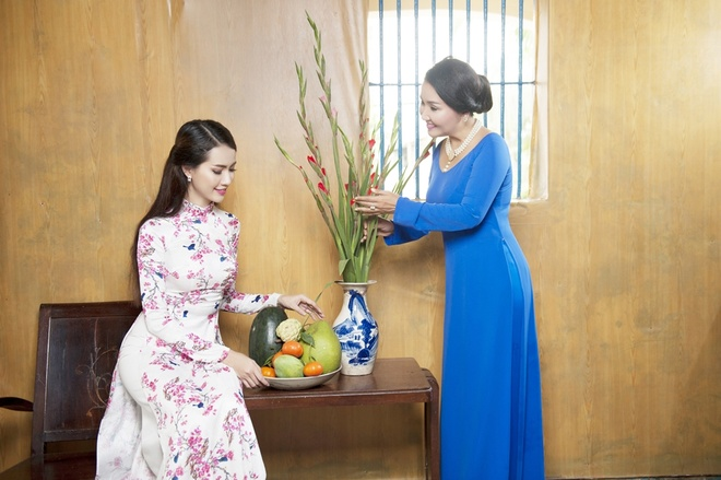 Phan Thi Mo va Ngan Quynh dien ao dai nen na don xuan hinh anh 3
