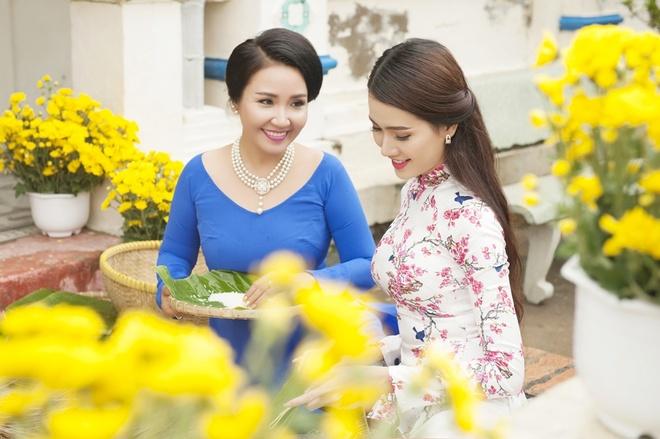Phan Thi Mo va Ngan Quynh dien ao dai nen na don xuan hinh anh 5