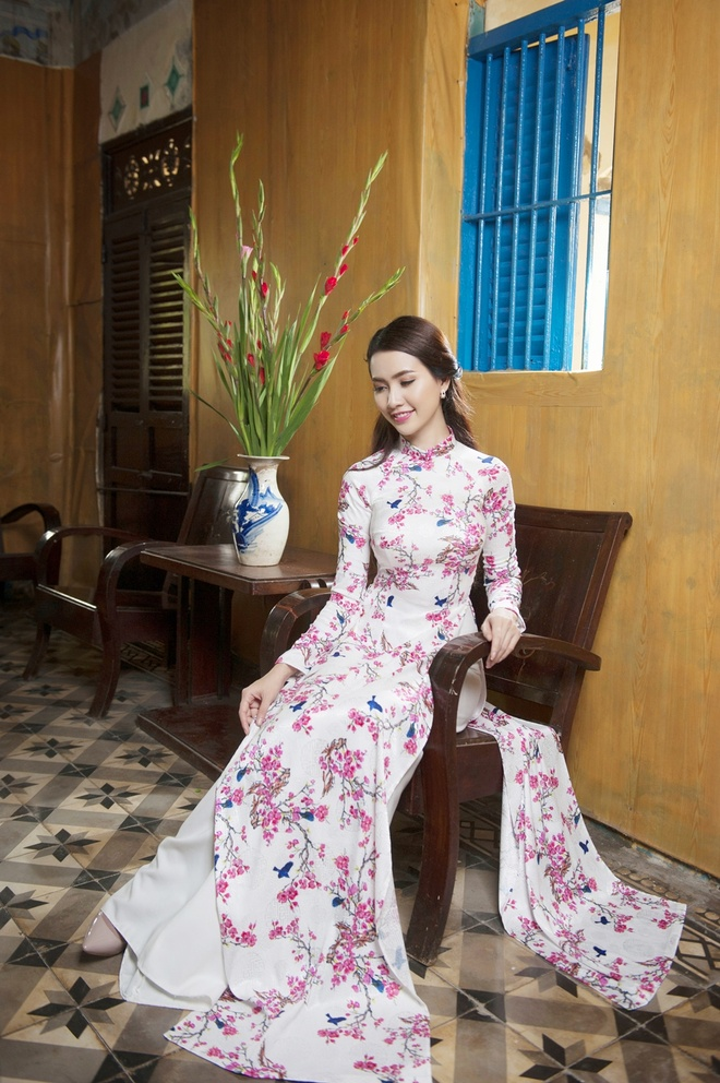 Phan Thi Mo va Ngan Quynh dien ao dai nen na don xuan hinh anh 8