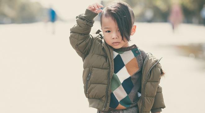 Con trai nuoi cua Do Manh Cuong dien dep xuong pho hinh anh