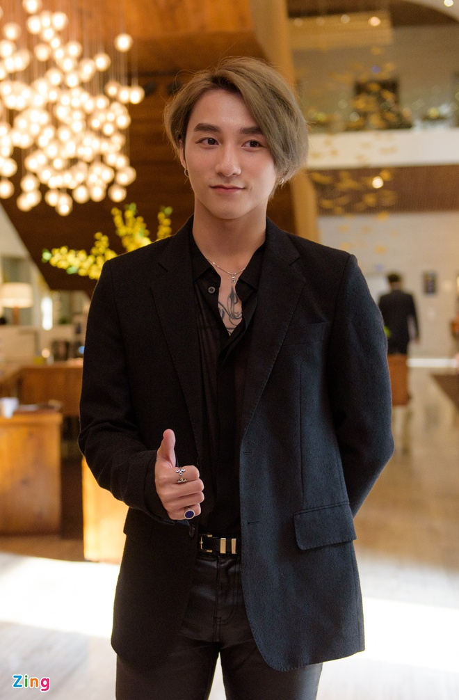 Son Tung M-TP hanh dien nhan nut vang cua YouTube hinh anh 1
