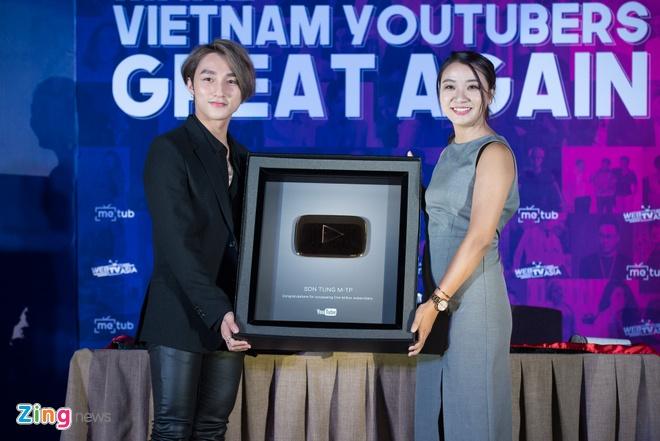 Son Tung M-TP hanh dien nhan nut vang cua YouTube hinh anh 2