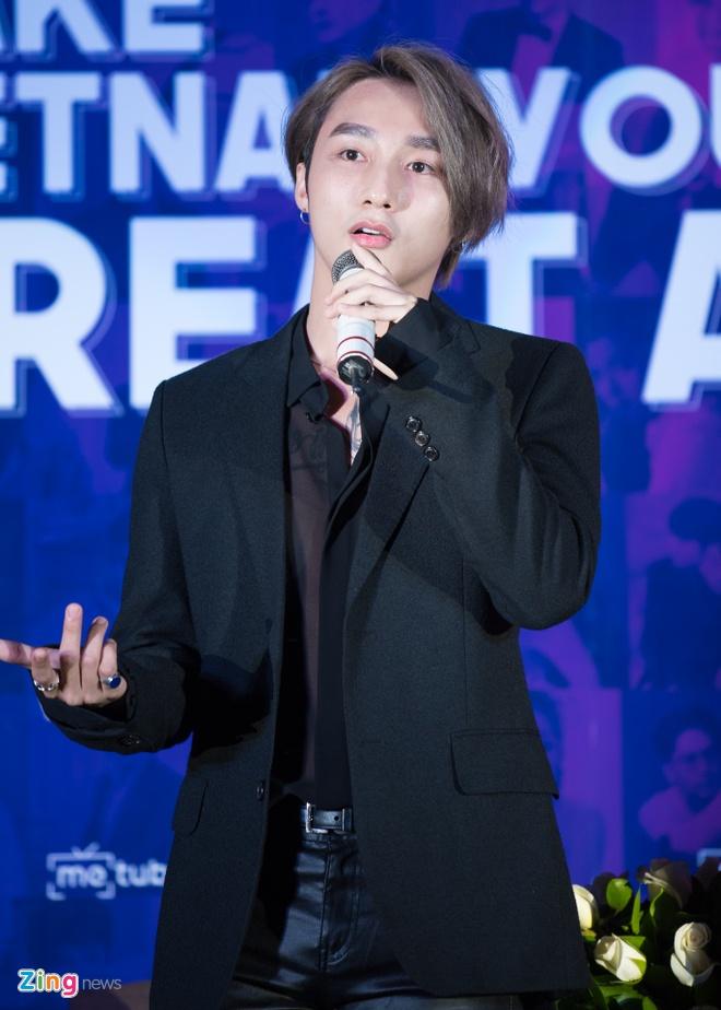 Son Tung M-TP hanh dien nhan nut vang cua YouTube hinh anh 3