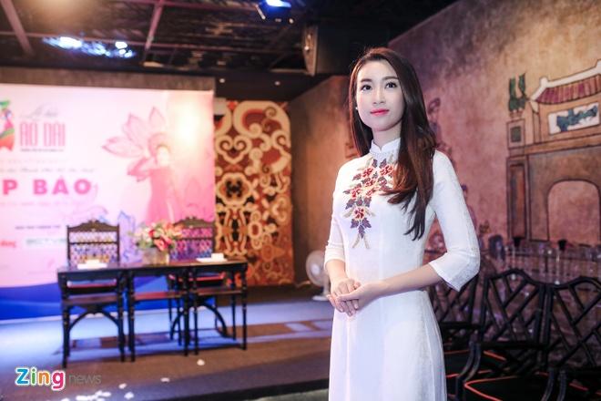 Hoa hau My Linh gian di di su kien hinh anh 2
