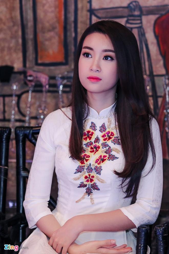 Hoa hau My Linh gian di di su kien hinh anh 3