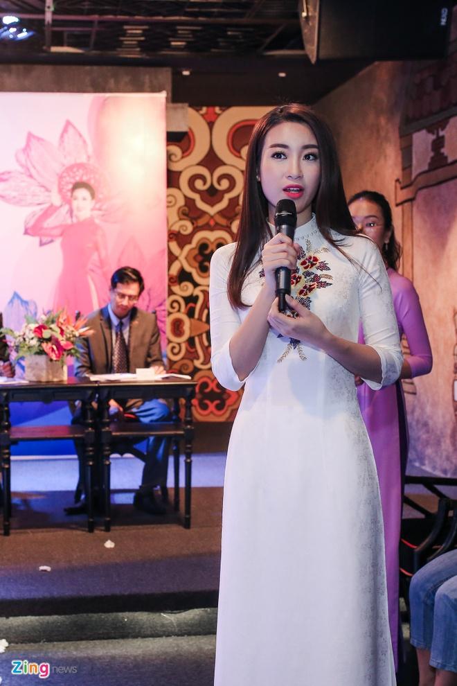 Hoa hau My Linh gian di di su kien hinh anh 4