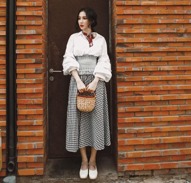 Angela Phuong Trinh lang xe phong cach du muc hinh anh 1