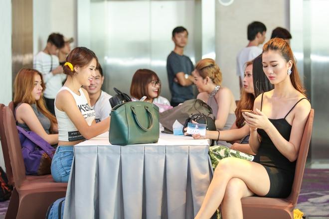 Chi gai Nam Em di casting The Face anh 8