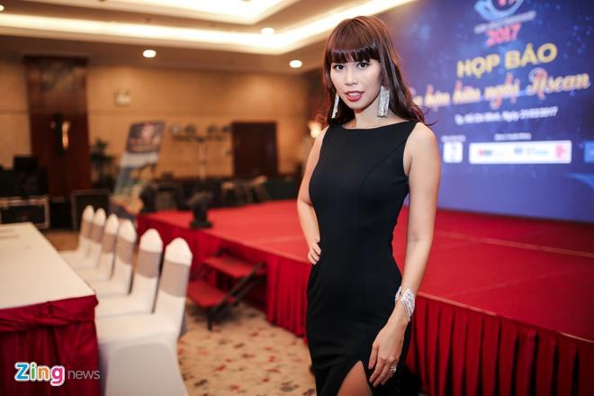Nguyen Thi Thanh di su kien sau on ao tra lai danh hieu hinh anh 3