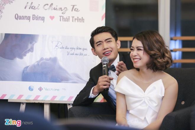 Thai Trinh - Quang Dang hon nhau say dam giua hop bao hinh anh 5
