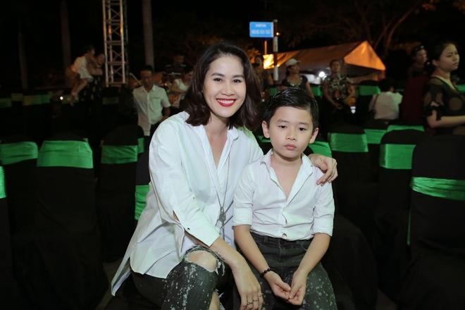 Than Thuy Ha cung con trai du Tuan le Thoi trang nhi hinh anh 1