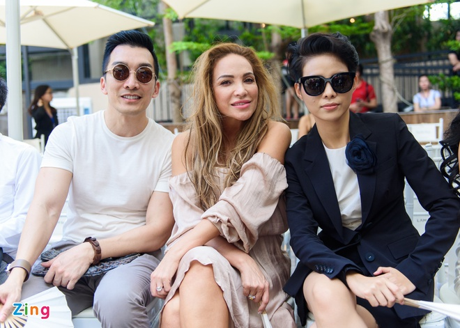 Thuy Tien, Pham Huong noi bat o su kien thoi trang hinh anh 11