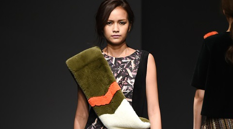 Quan quan Ngoc Chau noi bat tren san dien Seoul Fashion Week hinh anh