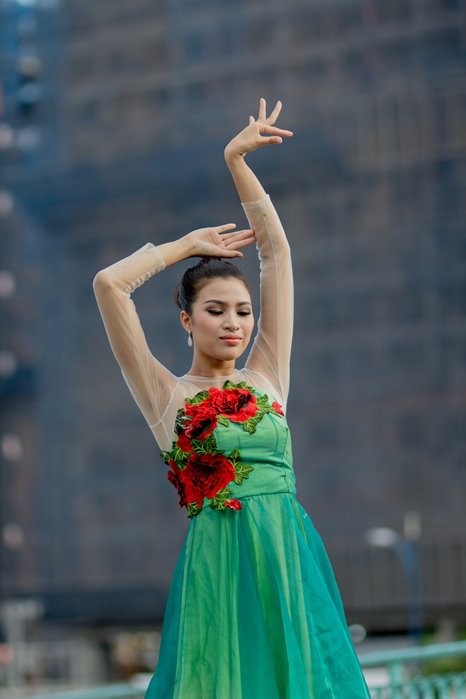Nguyen Thi Thanh lot top 10 Hoa hau Tai nang anh 1