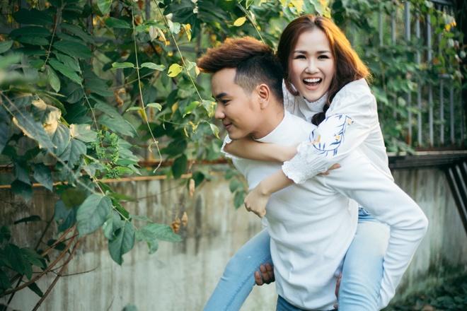 Vo Ha Tram than mat voi hot boy trong MV 'Them yeu' hinh anh 1