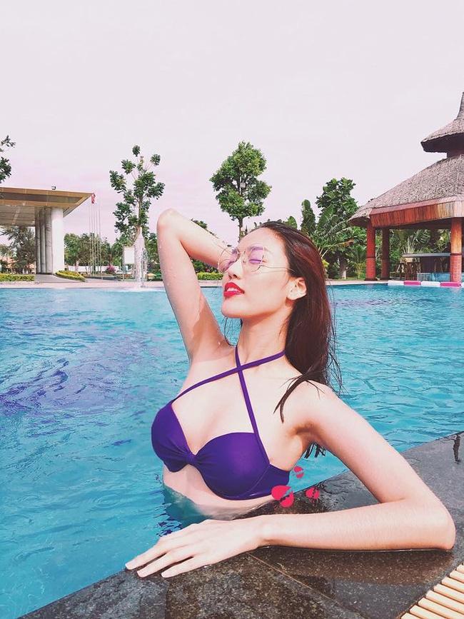 My nhan Viet dien bikini giai nhiet tren bien dau he hinh anh 3