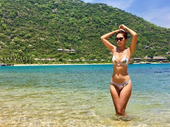 My nhan Viet dien bikini giai nhiet tren bien dau he hinh anh 5