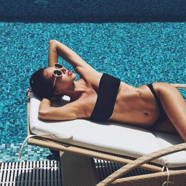 My nhan Viet dien bikini giai nhiet tren bien dau he hinh anh 9