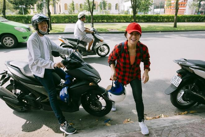 Quang Dang - Thai Trinh di xe may den su kien anh 1