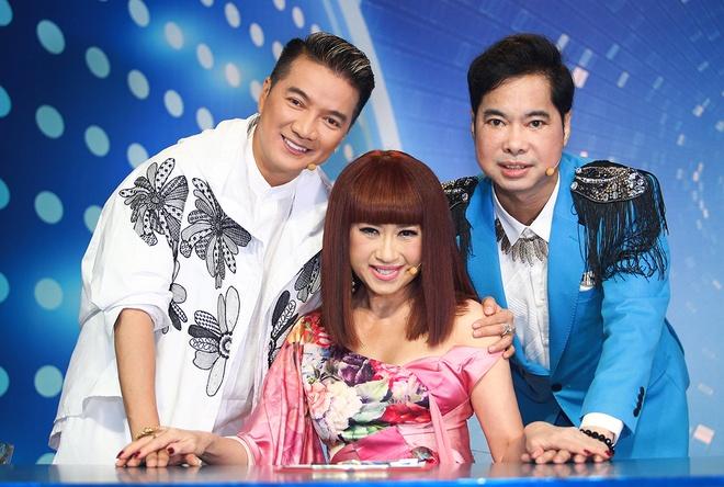 Dam Vinh Hung bi chat van ve thiep cuoi voi Duong Trieu Vu hinh anh 2
