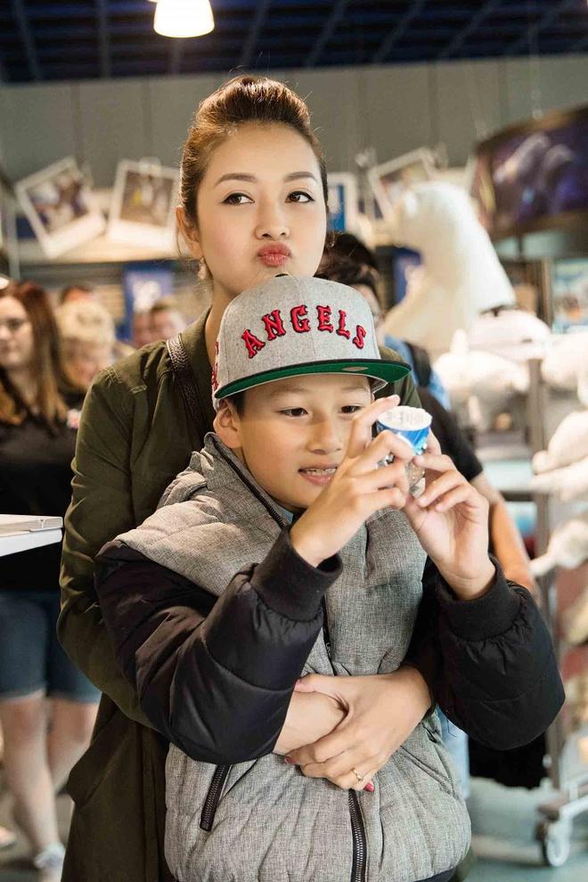 Jennifer Pham dua con trai di choi o My hinh anh 5