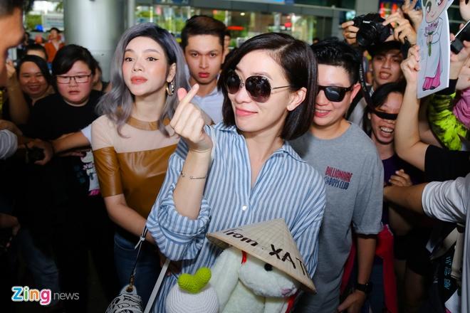 Ngoi sao TVB Xa Thi Man quay lai Viet Nam hinh anh 5
