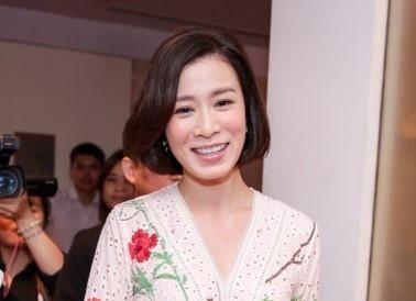 Dien vien TVB Xa Thi Man du tiec cung dan sao Viet hinh anh