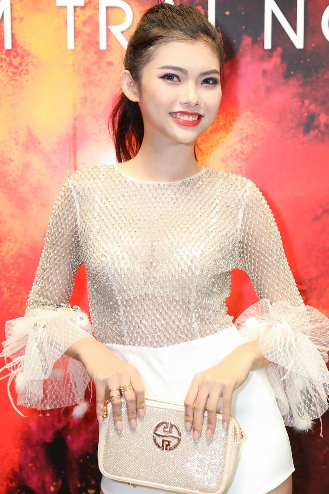 Hoang Thuy lan dau dua hoc tro The Face di du su kien hinh anh 6