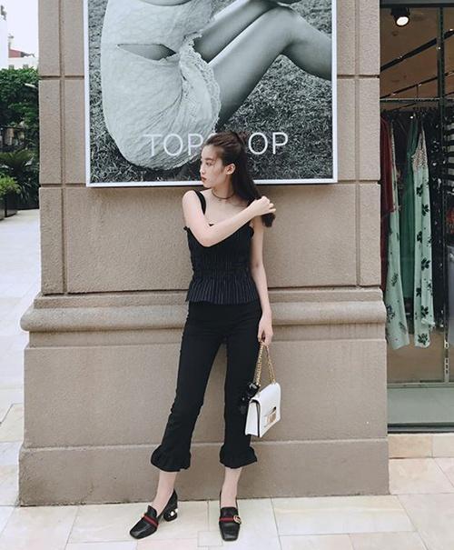Hoang Thuy Linh mac chat nhat tuan qua anh 3