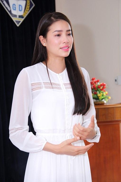 Pham Huong tam su buon ve benh cua cha, khoa Facebook hinh anh 2