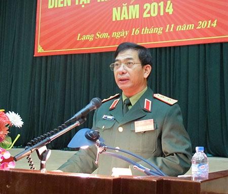 Khai mac dien tap khu vuc phong thu tinh Lang Son hinh anh 1 Trung tướng Phan Văn Giang, Tư lệnh Quân khu, Trưởng ban chỉ đạo diễn tập Quân khu 1, phát biểu chỉ đạo khai mạc diễn tập.